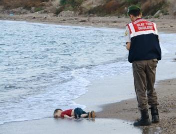 Menino Sírio afogado Nilufer Demir / Reuters