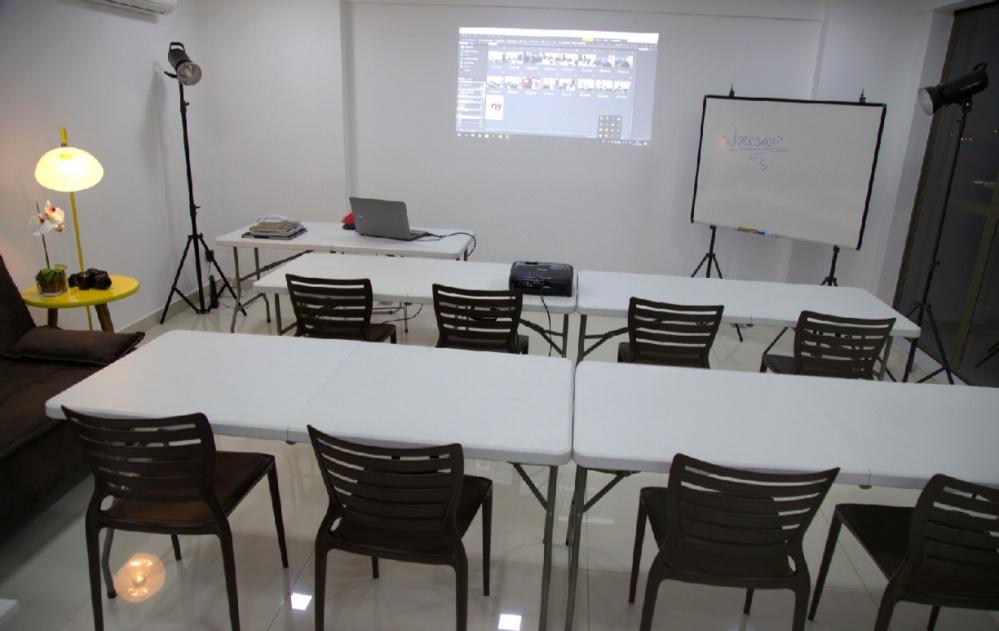 Utilização da sala para aulas com Notebook (capacidade 8 alunos)